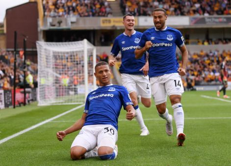 WOLVERHAMPTON, ENGLAND - AUGUST 11: Richarlison of Everton celebrates with teammates after scoring his team's first goal during the Premier League match between Wolverhampton Wanderers and Everton FC at Molineux on August 11, 2018 in Wolverhampton, United Kingdom. (Photo by Laurence Griffiths/Getty Images)